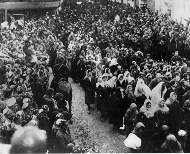 Демонстрация женщин 8 марта. Ташкент.1924 год