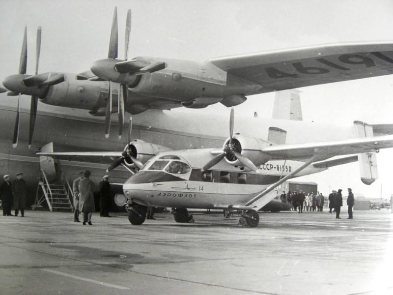 "Самолет Ан-22 ""Антей"" и ""Ан-14 ""Пчелка""."