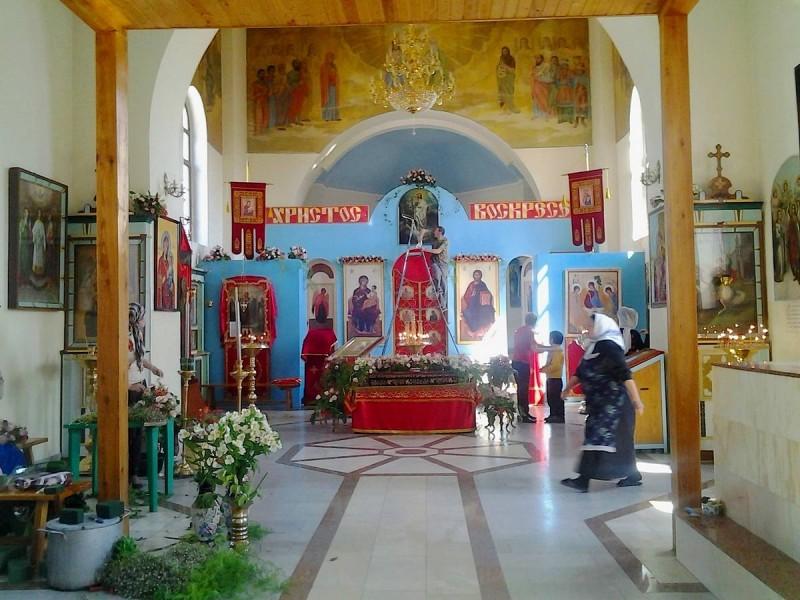 Готовится убранство храма