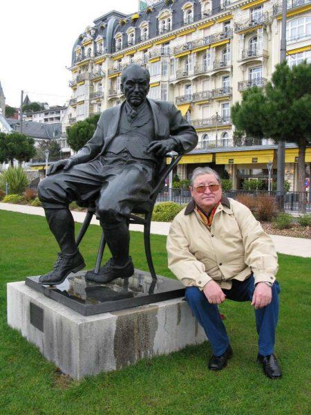 Памятник Набокову у отеля Мнтрё Палас, Щвейцария