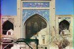 Ансамбль из двух медресе, который расположен в одном районе с Мавзолеем Саманидов и мавзолеем Чашма-Аюб.