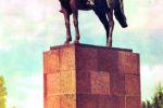 Памятник одному из виднейших полководцев М. В. Фрунзе (Памятник у Пединститута)