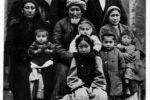 ДедушкаУ.Я.Ибрагимова со своей семьей. Один из детей на коленке у родителей - маленький Убайдулла. Ташкент, 1926 г.