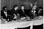 У. Я. Ибрагимов и известный советский поэт Р. Рождественский во время его участия в международной писательской конференции. Ташкент, 1968 г.