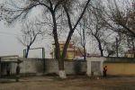 Над забором здание радиостанции