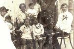 Прабабушка с сыном (один из двойни) и моя бабушка (девочка в центре)