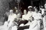 На даче (В центре прапрадед Ипполит Соколовский и его жена Эмма Фидлер)