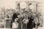 1 мая 1957 г. Около театра Навои