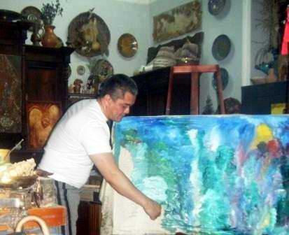 Шарипов Абиджан Зарипович рисует будущий канал.