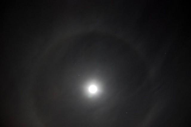 Эффект гало вокруг луны. Ташкент 1  января 2010