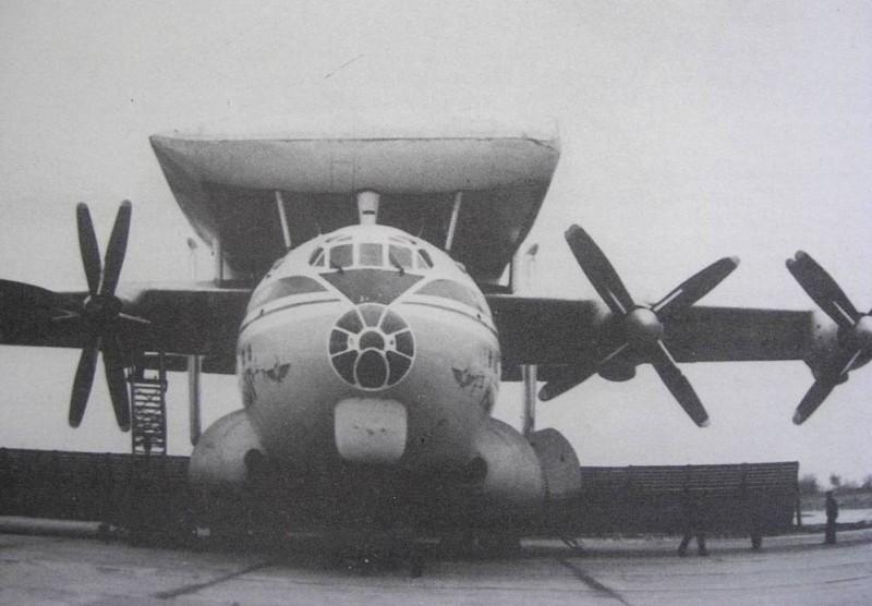 "Крыло самолета Ан-124 ""Руслан на спине самолета Ан-22"