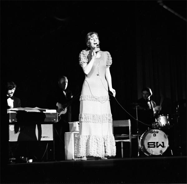 Анна Герман на концерте в Ташкенте. Фото И.Бутеев