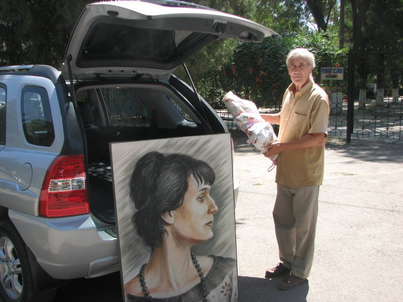 Самой Анне Андреевне самая лучшая и мягкая машина