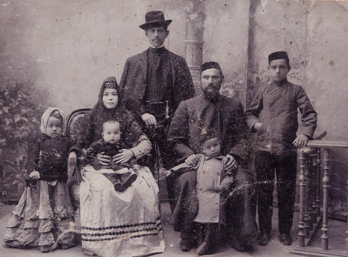 тот день дореволюционные фото татар отец