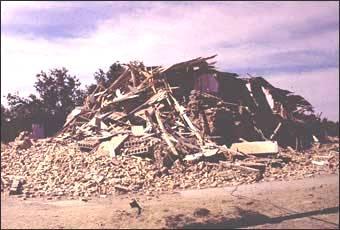 Полное обрушение жилого дома
