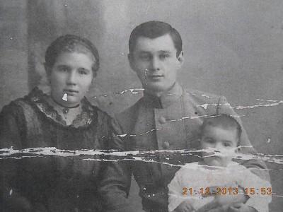 Альбрандт Фридрх Фридрихофич 1892 г. р. с сыном Евгением 1918 г. р. (женщина неизвестна).