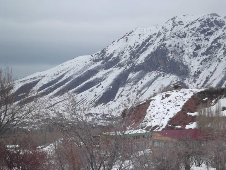 В Чимгане снега заметно тают...