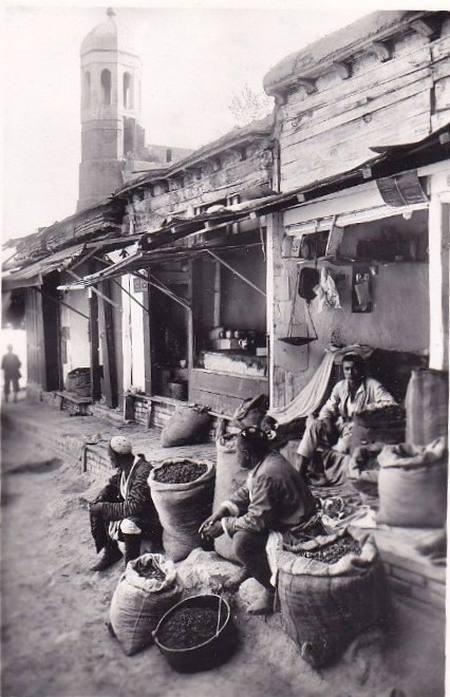 Торговцы сухофруктами в старом городе близ Кукельдаша, 1928