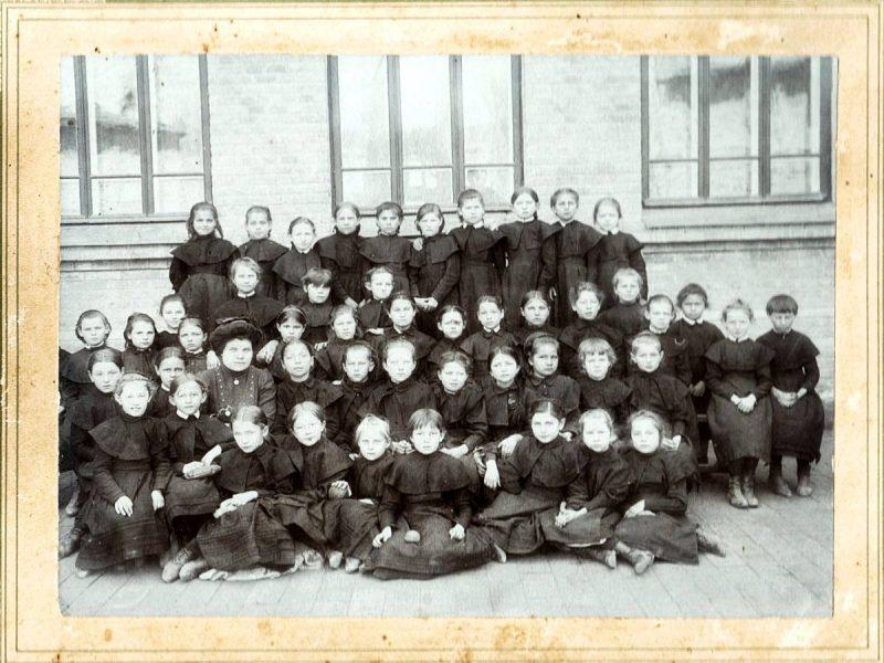 Ученицы Мариинского училища 1911 года.