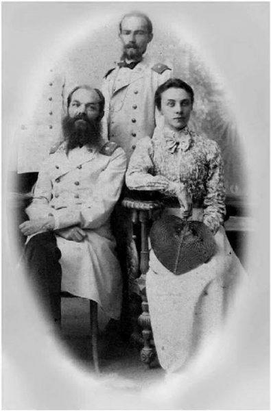 Н.П. Остроумов с дочерью Ольгой и зятем Н.Г. Маллицким