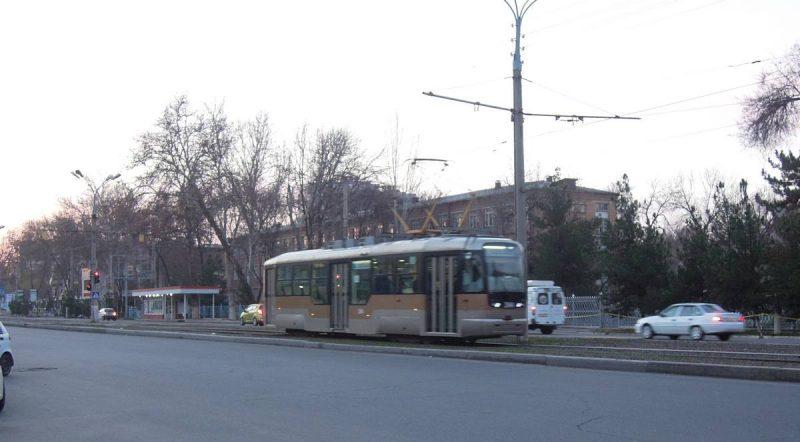 Снимок трамвая снятый в январе 2016 года. Улица Мукимий. Какой красивый вагон, сам ездил на ней. Очень удобный и комфортный трамвай