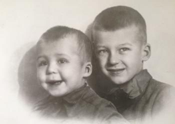 Андрей Битов с братом.